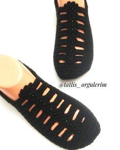 Görüntünün olası içeriği: ayakkabılar Crochet Stitches Patterns, Baby Knitting Patterns, Stitch Patterns, Crochet Shoes, Crochet Slippers, Felt Roses, Crochet Handbags, Boho Diy, Mittens