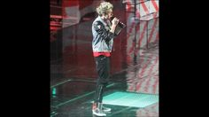 Nialls outfit during heart attack #TMHT