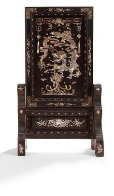 VIETNAM - XIXe siècle Écran en bois incrusté de nacre à décor