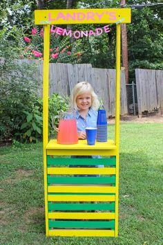 Easy DIY Lemonade St Easy DIY Lemonade Stand - use this tutorial to make a simple lemonade stand for kids! Wood Projects For Kids, Wood Projects For Beginners, Woodworking Projects For Kids, Kids Wood, Wood Working For Beginners, Popular Woodworking, Custom Woodworking, Woodworking Tips, Woodworking Furniture