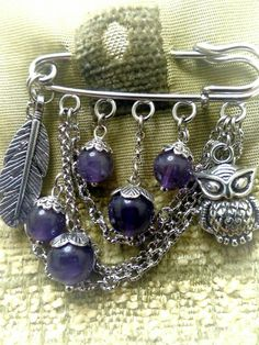 New vintage jewelry diy ideas chains 24 ideas Safety Pin Crafts, Safety Pin Jewelry, Safety Pins, Handmade Beaded Jewelry, Beads And Wire, Beaded Earrings, Jewelry Crafts, Jewelery, Vintage Jewelry