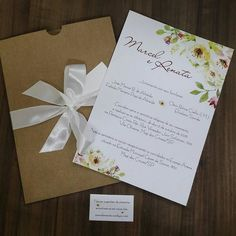 Tem modelinho novo chegando na @papeluz. <3 Especial para noivas que gostam de um toque floral e rústico ao mesmo. . Orçamentos: convitespapeluz@gmail.com