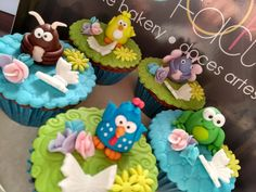 cupcakes decorados - tema galinha pintadinha