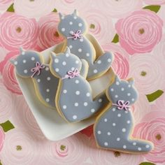 Hello (polka dot) Kitty...cookies.  (Easy decorating tutorial)