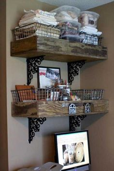 If you love pallet projects, you are at right place. You might have made some useful home projects with old wood pallets but you will still be surprised when yo