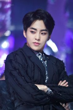 Is he judging people? Exo Xiumin, Kpop Exo, Kim Minseok Exo, Exo K, Btob, Cnblue, Steven Universe, Exo Official, Exo Lockscreen