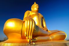 Comparison - The huge buddha and ME!!!!  Ang-Thong, Thailand