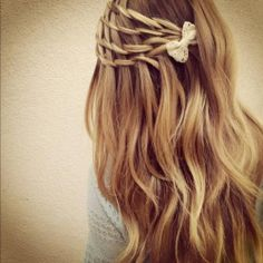 Simple, a little messy, and cute | http://twistbraidhairstyles.blogspot.com