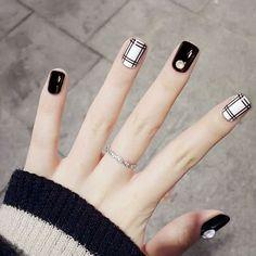 fake nails short With Glue Buffer Buffing Slim Art Tips Nail Art Beauty Care Tools nep nagels False Nail Tips Pack Black And White Nail Designs, Black White Nails, Black Nail Art, Nail Art Hacks, Nail Swag, Cute Nails, Pretty Nails, Gel Nails, Nail Polish