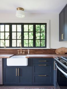 Kitchen Cabinet Styles and Trends Dark Finishes on cabinets, gold hardware, farmhouse sink ❤ Kitchen Cabinet Styles, Dark Kitchen Cabinets, Kitchen Countertops, Cabinet Types, Cupboards, Kitchen Cupboard, White Cabinets, Repainted Kitchen Cabinets, Kitchen Sink
