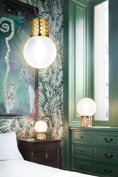 Atmosfera lies at the apex of fashion and design. The suspension version comes only in one dimension in a Gold or Pewter finish. Sphere Light, Charleston Style, Suspension Design, Luminaire Design, Decoration, Sweet Home, Curtains, Colours, Table Lamps