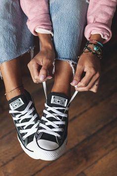 Outfit Essentials, Buy Shoes, Me Too Shoes, Women's Shoes, Ballet Shoes, Robin Girl, Tennis Vans, Essentiels Mode, Jeans Levi's