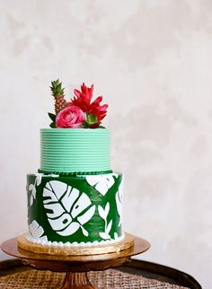 Are you planning a Summer Wedding? If so then check out this tropical wedding cake