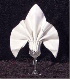 20 Plus Napkin Folding Styles - Fleur de lis for white cloth napkin folding