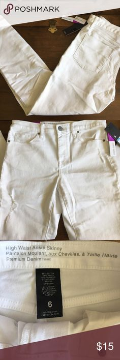 ⭐️flash sale⭐️NWT white jeans from target. ⭐️⭐️13.00 tonight only, June 25!⭐️⭐️bundle to save more⭐️NWT white jeans from target. High wasted.  Ankle skinny.   Distressed accent as shown in photo. Mossimo Supply Co Jeans Ankle & Cropped