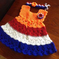Gehaakt Hollands jurkje met haarbandje.informatie bij Irene Jansen- koudijs