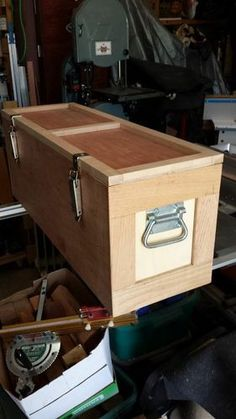 Woodworking Designs Chainsaw Box Project Planning via Sketchup Woodworking Projects For Kids, Learn Woodworking, Popular Woodworking, Woodworking Videos, Teds Woodworking, Wood Projects, Woodworking Machinery, Tool Storage, Wood Boxes
