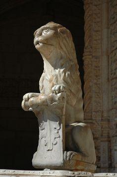 Mosteiro dos Jeronimos (Lisbon, Portugal). Lion statue above a fountain in the cloister garden.