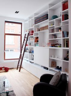 custom built in shelves library- living room, bibliothèque sur mesure, salon