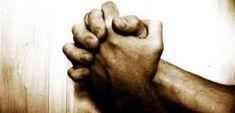 """""""Ó meu amado Deus, Pai Divino, Deus de piedade e misericórdia, eu venho por meio desta humilde oração rogar por tuas bênçãos, que as derrame cobre a minha vida e sobre a minha família. Aprendi contigo que uma família não se compõe apenas de mãe, pai, filhos, irmãos. Ela é um laço de amor, de união e de fé. Meu Pai de bondade, eu peço a ti (fazer o seu pedido), que chovam graças e bênçãos sobre a minha família e sobre a família daqueles a quem eu repassarei esta oração forte. E que a força…"""