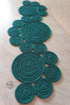 Mode Crochet, Crochet Cord, Hand Crochet, Crochet Table Mat, Crochet Table Runner Pattern, Crochet Leaves, Crochet Doilies, Crochet Placemat Patterns, Hand Embroidery Videos