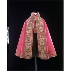 Cloak. France. 1580-1600... Object Type  A cloak was the third item of dress in a man's ensemble at the end of the 16th century. It was worn with a doublet and trunk hose. While most cloaks were used for protection, those made of expensive fabrics such as this silk were primarily symbols of wealth and social status.  Materials & Making  Cloaks of the late 16th century were usually cut in the shape of a half, three-quarter or complete circle, depending on how much fabric the wearer could…