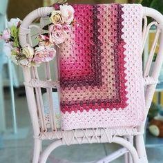 Couverture bébé crochetée laine rose pour Naissance petite | Etsy Adorable Petite Fille, Granny Square, Blanket, Etsy, Crochet Granny, Wool, Pink Blanket, White Box, Crochet Pattern