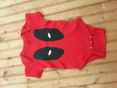 So Deadpool may not be the most baby-friendly of superheroes out there, but it's not like wearing this ultra-cute onesie is going to hurt your kid, right? I mean, he does have a soft spot for the young and helpless, no matter what he says. And besides, what better way to to prove your admiration … Nerdy Baby Clothes, Marvel Baby Clothes, Babies Clothes, Deadpool Onesie, Boy Onesie, Baby Bodysuit, Onesies, Baby Shirts, Pregnancy Shirts