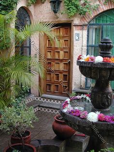 spanish style courtyard, like the flowers in the fountain bowls for special occasion. Mexican Patio, Mexican Hacienda, Hacienda Style, Spanish Style Homes, Spanish House, Spanish Revival, Spanish Colonial, Mexican Spanish, Exterior Doors