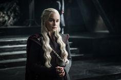 Daenerys Targaryen (Emilia Clarke) in front of her new throne / Photo: Helen Sloan/HBO