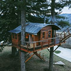 the cinder cone treehouse skatebowl foster huntington designboom Foster Huntington, Cool Tree Houses, Tree House Designs, Cabins And Cottages, Cinder, In The Tree, Cabins In The Woods, Green Life, Play Houses