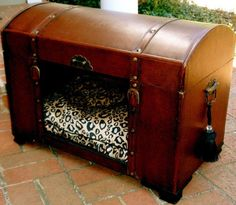 Dog/Cat bed made out of an old trunk…♥ this idea! A reason to go antiquing? Like I needed one! Diy Dog Bed, Dog Furniture, Dog Crafts, Dog Items, Pet Beds, Doggie Beds, Diy Stuffed Animals, Dog Houses, How To Make Bed