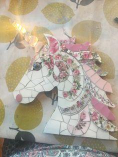 Mosaic Ideas, Mosaic Projects, Mosaic Designs, Mosaic Garden Art, Mosaic Art, Mosaic Animals, Broken China, Horse Art, Camps