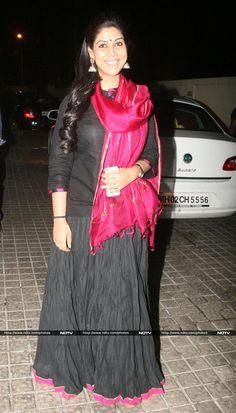 Television Actress Sakshi Tanwar Beautiful Bollywood Actress, Most Beautiful Indian Actress, Hot Actresses, Indian Actresses, Sakshi Tanwar, Shakti Arora, Bollywood Lehenga, Churidar Designs, Hindi Actress
