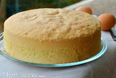Pan di spagna sofficissimo ricetta base, la base per tutte le nostre torte, ideale da farcire con creme panna oppure da solo soffice e leggero