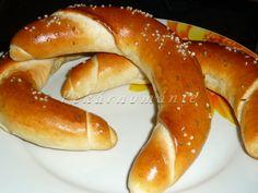 Rohle pro Ozzáka (pivní rohlíky) – PEKÁRNOMÁNIE Hot Dog Buns, Hot Dogs, Bagel, Bread Recipes, Sausage, Meat, Program, Food, Essen