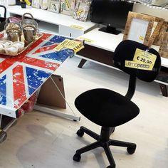 #sottocosto  #scrivania #uk #ultimopezzo  #solo59euro #sediaufficio su riote ultimi 3 pezzi #sottocosto 29euro