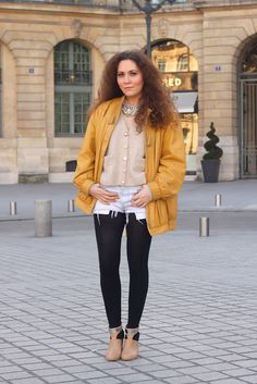 Oversized vintage jacket street style Paris