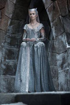 Freya (Emily Blunt), O caçador e a rainha do gelo, vestido prata, figurino  filme