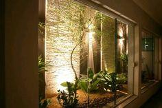 7 Dicas infalíveis para você ter o jardim de inverno dos seus sonhos Small Space Interior Design, Small Garden Design, Exterior Design, Interior And Exterior, Ideas Para Decorar Jardines, Succulent Garden Diy Indoor, Interior Garden, Winter Garden, Home Deco