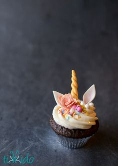 Tutorial for making these adorable unicorn cupcakes with edible gum paste unicorn horns, ears, and roses.