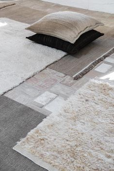 Designed for nanimarquina by Ilse Crawford, the Wellbeing rug creates a calming atmosphere of peace and tranquillity. Fibre Textile, Home Textile, Textiles, Dhurrie Rugs, Design Bestseller, Lokal, Kilim Cushions, Weaving Techniques, Hand Spinning