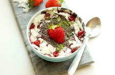 This energy-packed superfood smoothie bowl is the best and easiest way to turn a drink into a healthy, balanced and colorful breakfast meal!