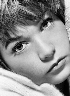 Shirley Maclaine, sister to the gorgeous Warren Beatty