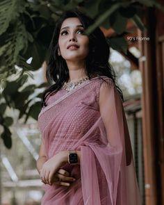 Saree Designs Party Wear, Saree Blouse Designs, Blouse Patterns, Fancy Sarees Party Wear, Dress Indian Style, Indian Dresses, Indian Beauty Saree, Indian Sarees, Saree Poses