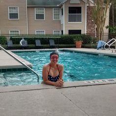 Muita sensualidade na aula de natação!  Hahahahah