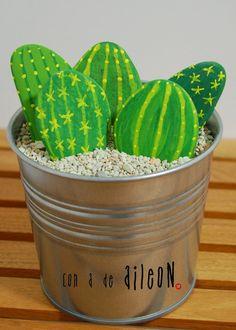 cactus con piedras pintadas / painted rocks cactus
