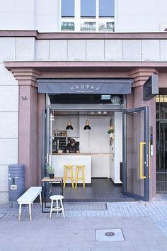 Kropka, Tiny Snack Bar in Poland by PB/Studio and Filip Kozarski. Roast Beef Sandwich, Sandwich Bar, Sandwich Shops, Cafe Shop Design, Cafe Interior Design, Small Cafe Design, Design Café, Deco Design, Restaurant Design