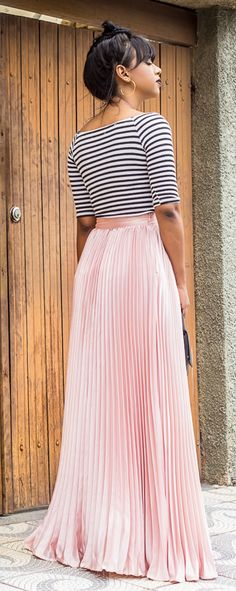 Love the feeling. Pink tulle skirt with crop stripe outfit. Not so keen on the top, but love the skirt, maybe with a soft, fine, woollen jumper? Skirt Outfits, Dress Skirt, Cute Outfits, Pink Tulle Skirt, Chiffon Maxi, Pleated Maxi, Stripes Fashion, Modest Fashion, Passion For Fashion