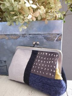 Fabric Wallet, Fabric Purses, Lace Bag, Hand Embroidery Tutorial, Frame Purse, Japanese Sewing, Quilted Bag, Cotton Bag, Casual Bags